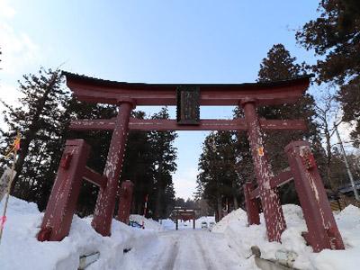 冬の神社の鳥居